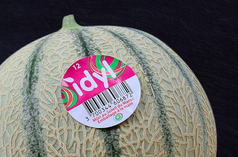 Photo d'un melon idyl sur ardoise