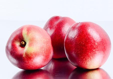 Peches et nectarines Idyl en gros plan